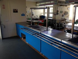 Mobile kitchen bain marie and chilled well unit