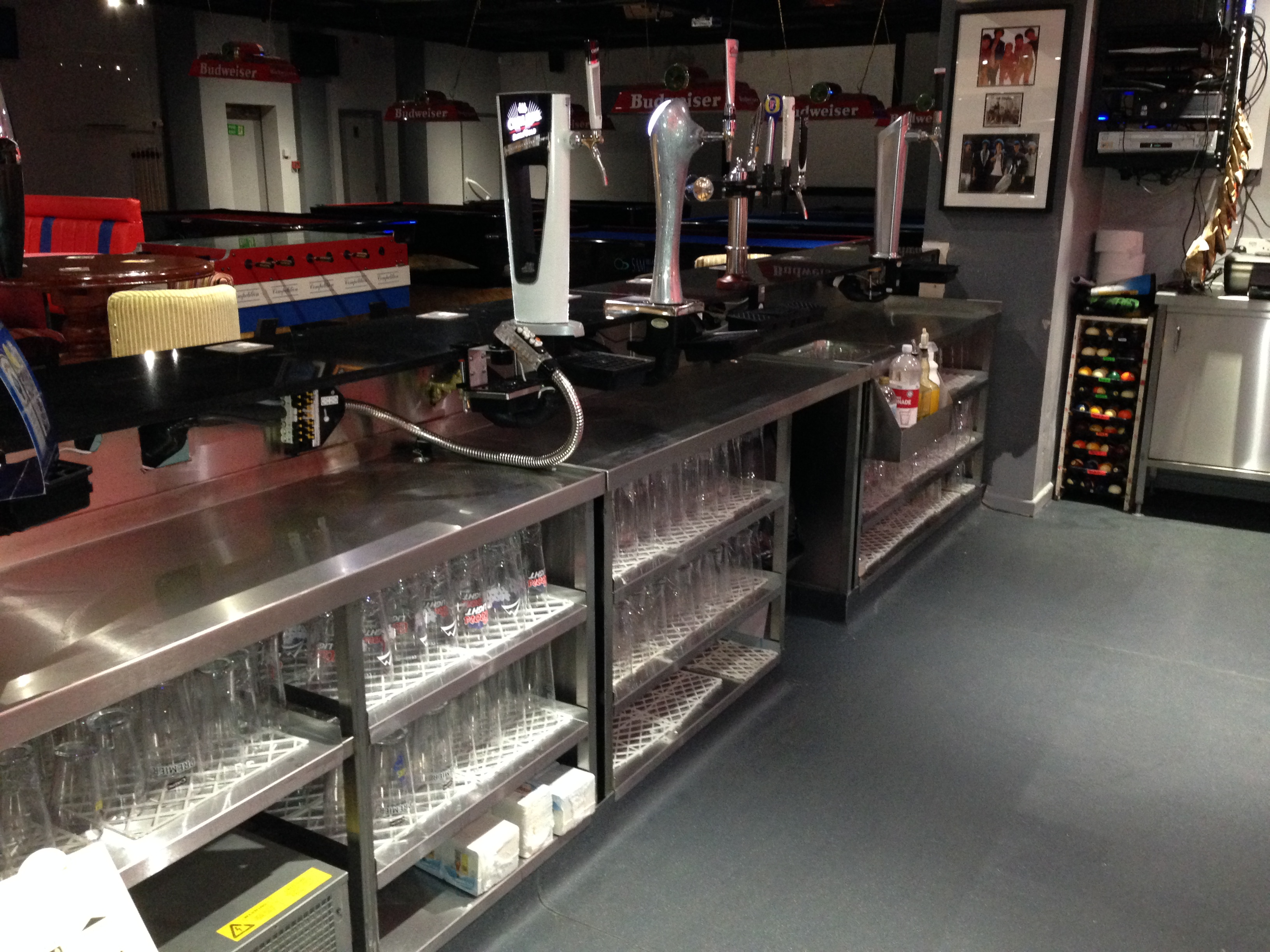 Womborne Pool Bar - ... After (Behind the counter)